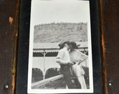 Kissing Couple - Rare 1910's Photo / Original Snapshot - Edwardian / Flapper / Art Deco - Affection / Romance