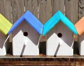 Small rustic birdhouse, choose wreath design & color
