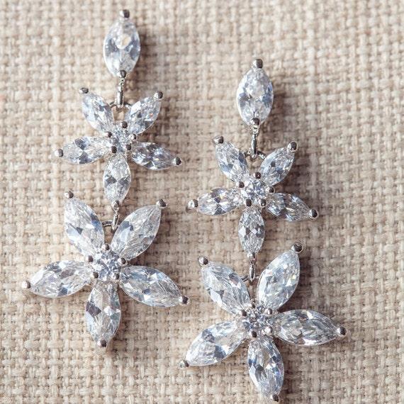 CZ wedding earrings, Crystal bridal earrings, Crystal drop earrings, Silver wedding jewelry, Crystal Flower earrings, bridesmaid earrings