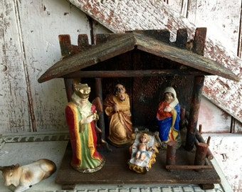 Small Christmas Nativity vintage Creche  Mary Joseph Baby Jesus in a Manager, with barn, Made in Italy, plastic