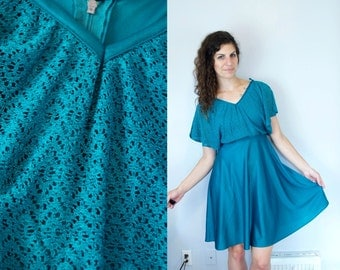 1970s Vintage Flutter Sleeve Solid Turquoise Aqua Teal Green Polyester Disco Dress / Layered Midi Knee Length Dancing Queen Dress / Small S
