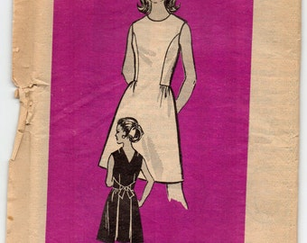 Sleeveless Dress With Back V Neckline Front Seam Interest Size 12 Used Vintage Sewing Pattern Mail Order 9084