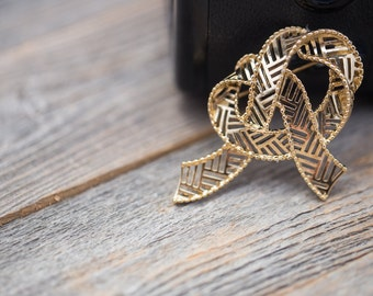 Vintage Goldtone Openwork Ribbon Brooch