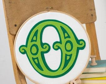 Initial art - Personalised children's room art - Circus initial - Embroidery hoop art - Felt art - Gift for children's room - New baby gift