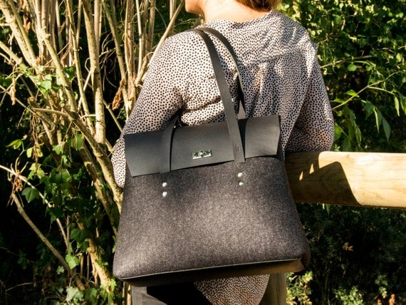 Felt and leather LARGE FLAP BAG / charcoal and black / elegant bag / felt bag / leather straps / tote bag / 100% wool felt / made in Italy