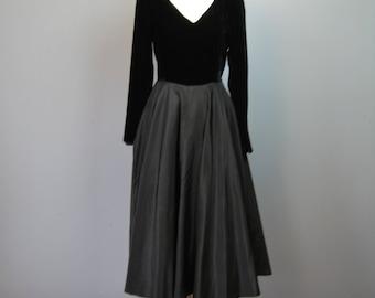 """Black Evening Dress / Vtg 40s / """"Sari Jr"""" New Look Velvet and Tafetta Full Circle Skirt Black Evening Dress"""