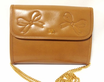 Vintage Nina Ricci tanned brown leather mini clutch shoulder bag with golden chain and ribbon motif stitch marks. Perfect party purse