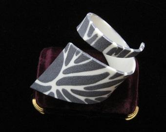 Bill Schiffer Bracelet Squiggle Cuff Bangle Resin Bracelet Zebra Print Artisan Abstract Modern Pattern Vintage Jewelry