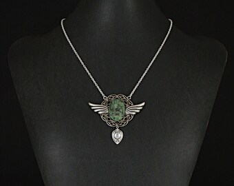 Unique Steampunk necklace, with art deco wings, drop and green agate stone by Sylvan Creations. Vintage filigree,drop and wings.