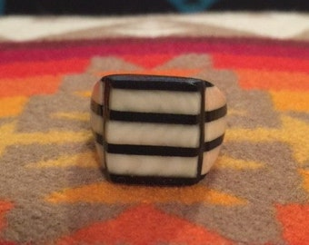 Vintage Celluloid Bakelite Folk Art Prison Ring by Bob Dodd (Size 9)