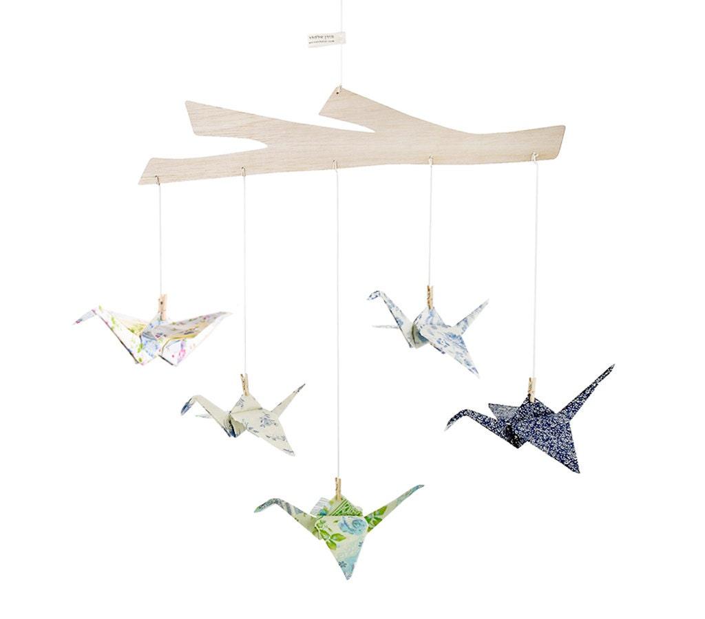 origami kranich mobile stoff origami kraniche gr n und blau. Black Bedroom Furniture Sets. Home Design Ideas