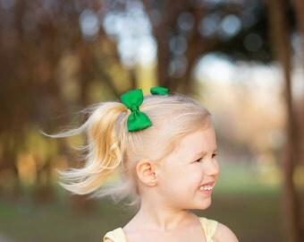 Green Pigtail Bows, Green Pigtail Hair Bows, Green Hair Clips, Green Bow Clips, Green Clips, Green Accessories, Bows for Girls, Tuxedo Bows