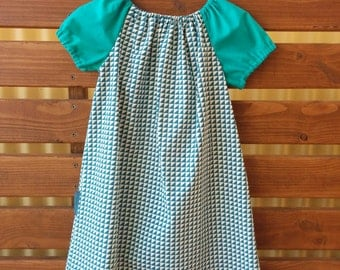 Girls Peasant Style Dress. Triangles. Size 4.