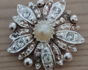 Vintage Pearl and rhinestone brooch