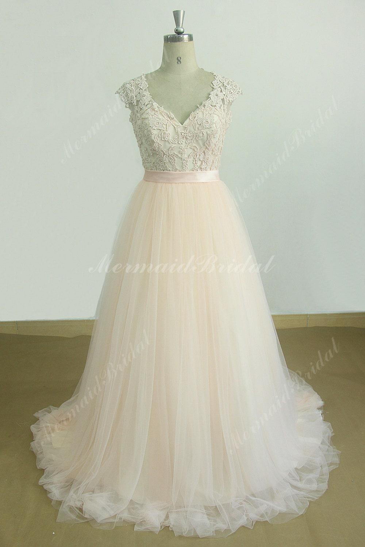 fard joues rose une robe de mari e ligne avec d collet en v