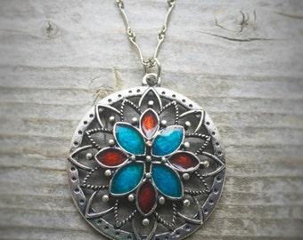 Long Gunmetal Detailed Chain Enameled Flower Necklace
