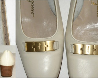 WOMEN'S Ferragamo pumps / Italy / shoes / Bone Leather / off white / gold logo  / Vintage Salvatore Ferragamo / sz 6.5 B Women