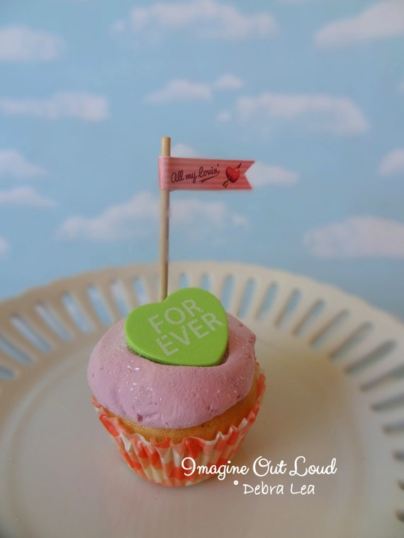 Fake Cupcake Faux Valentine Conversation Heart Candy FOREVER Strawberry Pink Pennant Cake