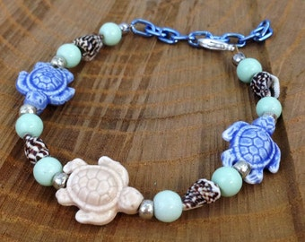 By the Seaside // Turtle and Seashell Beaded Bracelet