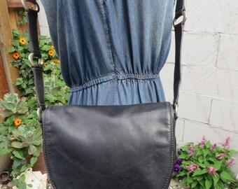 80s Black Leather Flap Crossbody Bag Purse Tote Handbag Satchel Ring Detail 1980s Vintage