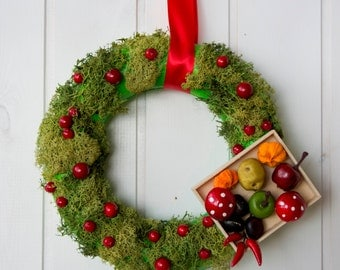 Holiday decoration with real moss and vegetables, Italian Christmas wreath, Holiday gift for vegetarian or vegan friend, natural moss wreath