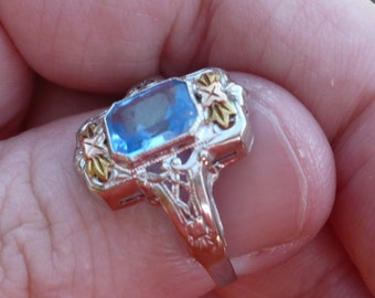 White Gold FILIGREE - Vintage - Blue - Yellow and White Gold - Classic Vintage Ring Bows