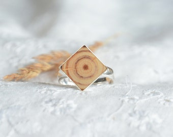 Square wooden gem ring, natural wood and silver ring, recycled reclaimed wood in jewelry, unique rings for her, minimal jewellery
