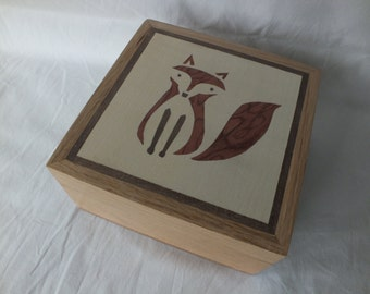 A Beautifully Hand Made Oak Trinket Box with Red Fox / Foxy Marquetry Design