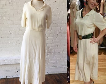 Vintage 1930s Beige House Dress with V Neck