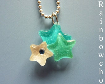 Pendant small stars in resin