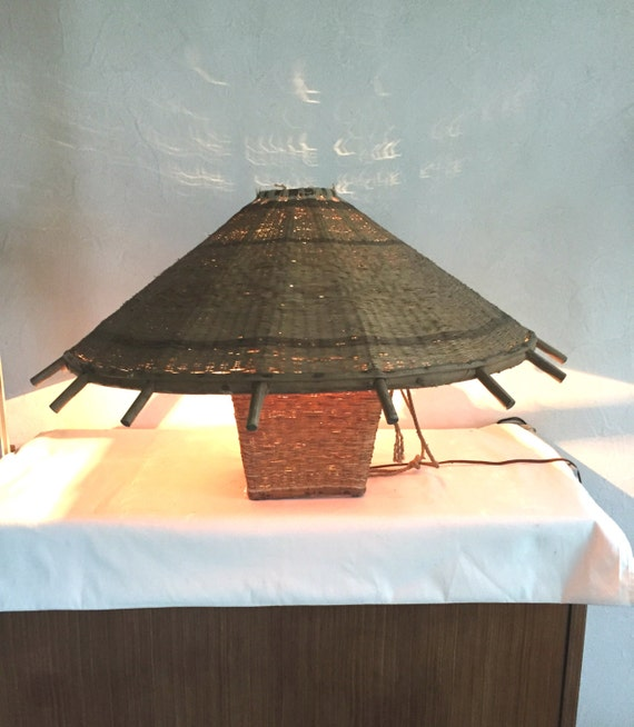 soldes lampe poser en rotin par aepplevintage sur etsy. Black Bedroom Furniture Sets. Home Design Ideas