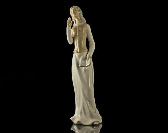Tengra Porcelain Figurine, Lady With Book