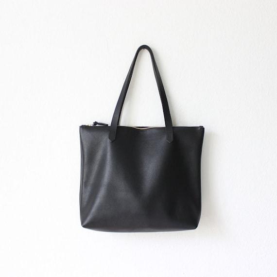 schwarzer leder shopper tote bag leder tote handtasche von sjaelv. Black Bedroom Furniture Sets. Home Design Ideas
