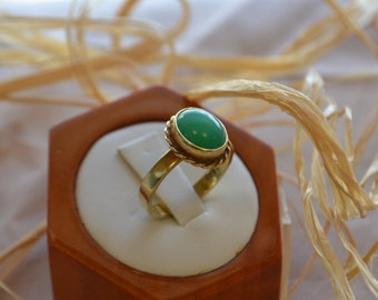 Sophisticated vintage 18kt gold Jade ring with rope border; Vintage gold ring, Vintage jade ring