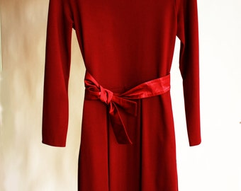 Elegant midi dress with long sleeves, fit and flare dress, burgundy dress with pockets, business casual office dress, spring dress