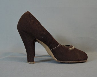 Vintage 1950s Shoes Brown Suede Baby Doll Pumps, Size 7-1/2 or 8, 4 inch Heels, Round Toe, Ribbon Trim