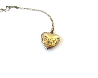 Vintage Heart Locket / Gold Filled Sweetheart Locket c.1940s