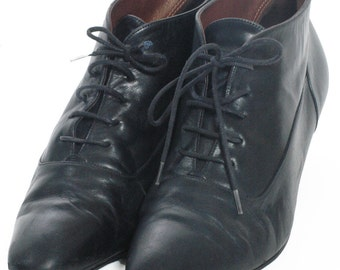 Vintage Black Leather Lace Up Ankle Boots 6- www.brickvintage.com