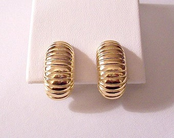 Monet Ridged Lined Shrimp Clip On Earrings Gold Tone Vintage Curve Half Hoop Deep Lined Wide Band