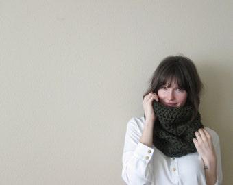 Chunky Knit Cowl Scarf, Neckwarmer Infinity Circle Cowl | Forest Green | Wool Yarn
