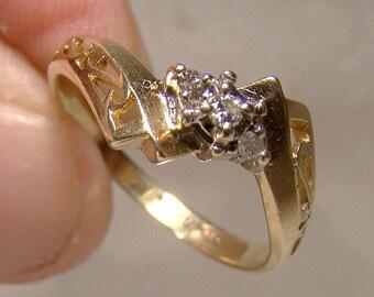 10K Yellow Gold 3 Diamonds Filigree Ring 1960s 10 K Size 6-1/2