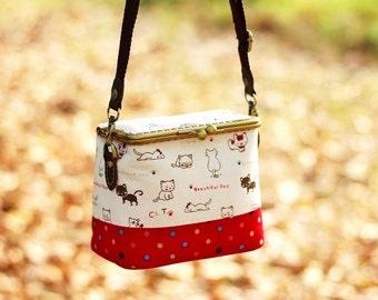Cosmetic bag / Kiss lock shoulder bag / Cosmetic box pouch