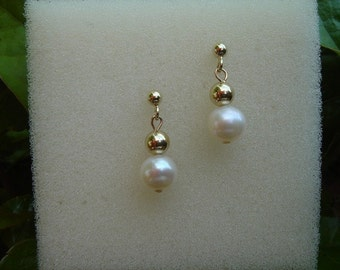 Elegant earrings with gold 585 (14 K) with Pearl!