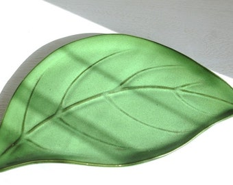 Original vintage 'Tropical leaf' dish-shaped leaf.
