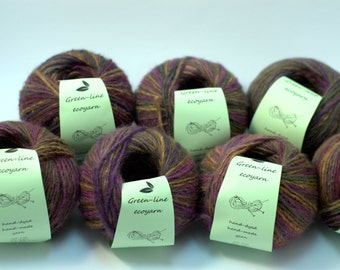 Hand dyed gradient self striping bulky wool yarn