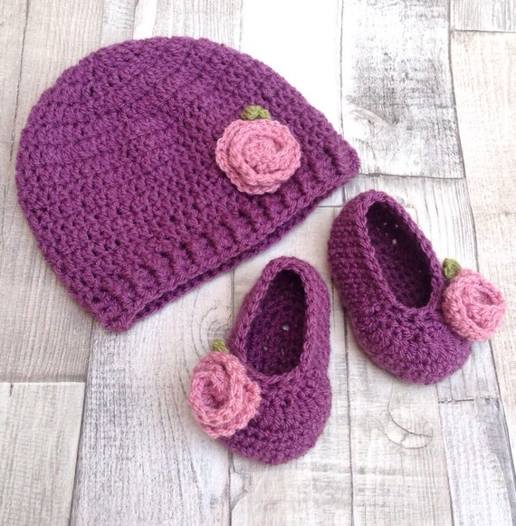 Baby crochet hat Purple booties and hat, Newborn gift, 0-3 3-6 months, Plum purple aubergine, crocheted baby set, baby gift set