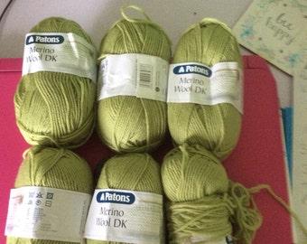 Patons merino wool dk in light green. 100% merino wool (superwash)