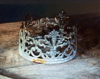 Distressed Metal Santos Crown French Madonna Crown