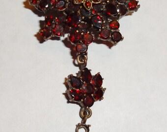 Victorian garnet pin, Star burst full of garnets