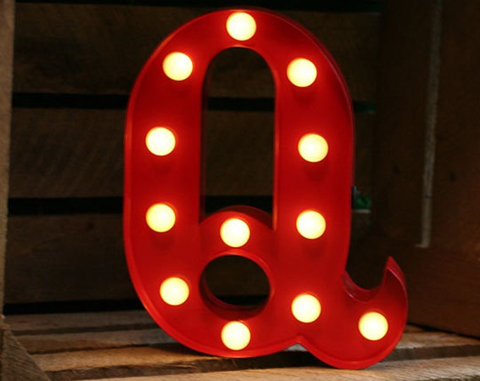 Vintage Carnival Style Marquee Light, Light up Letter Q - Battery Operated/Various Colours - Perfect Night Light/Gift/Wedding Decor